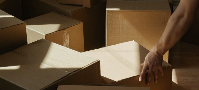 boxes - find cheap NYC movers you can rely on